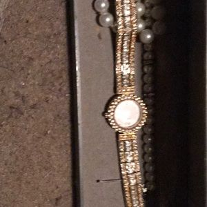 Gorgeous Gold Ladies Pierce Watch